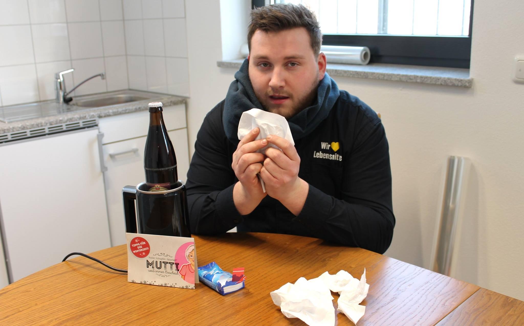 Geheimtipp #2: Warmes Bier. 🍺 Ätherische Öle und Bitterstoffe im Hopfen des Bieres wirken beruhigend und bekämpfen sogar Bakterien. Natürlich nur für Erwachsene!